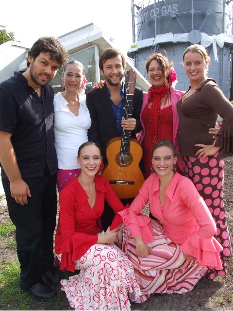 Alle groepsleden van Flamenco con mil Amores